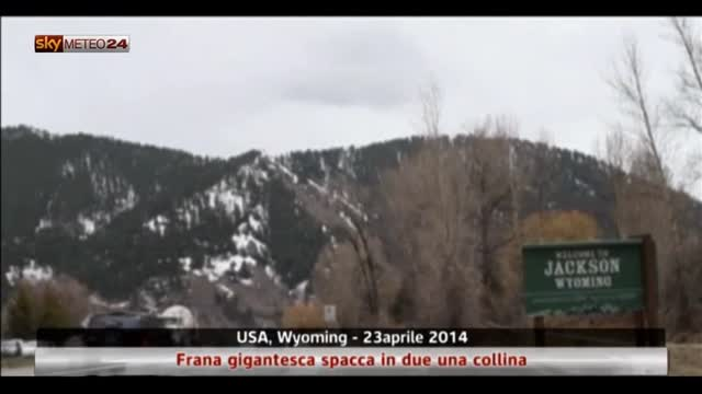 Usa, Wyoming: frana gigantesca spacca in due una collina