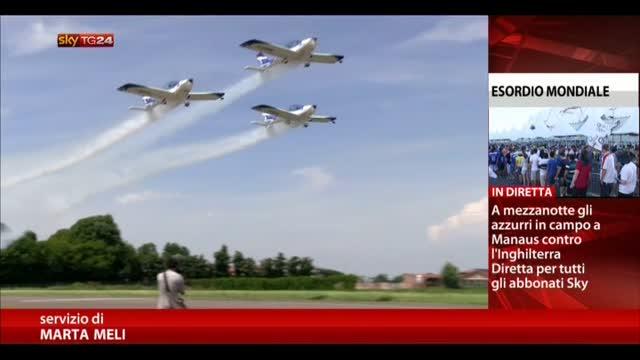 La bandiera di we fly team nello spazio con futura - Diva futura su sky ...
