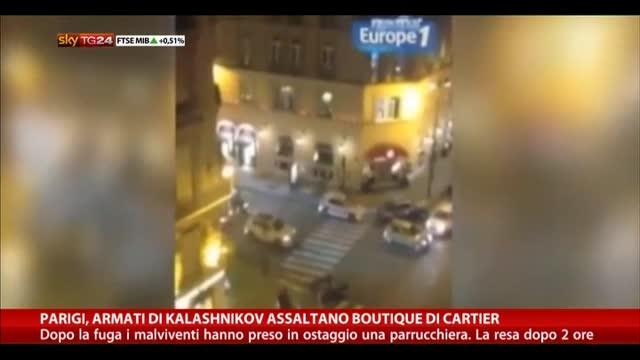 Parigi, armati di Kalashnikov assaltano boutique di Cartier