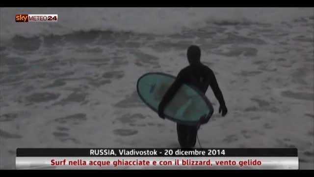 Vladivostok: surf nella acque ghiacciate e con il blizzard