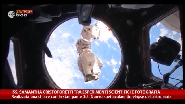 ISS, Cristoforetti tra esperimenti scientifici e fotografie
