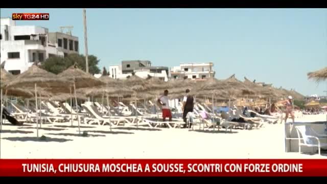 Tunisia, chiusura moschea a Sousse, scontri con la polizia