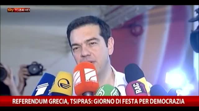 """Tsipras: """"Oggi è un giorno di festa, la democrazia è festa"""""""