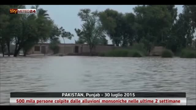 Piogge monsoniche causano alluvioni in Pakistan