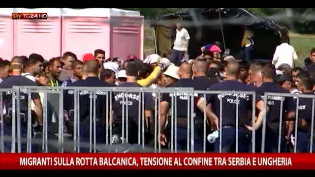Migranti, voci dal campo profughi al confine serbo-ungherese
