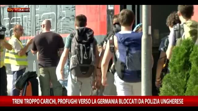 Treni troppo carichi, profughi bloccati da polizia ungherese
