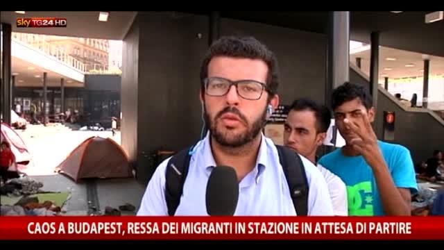 Budapest, ressa dei migranti in stazione