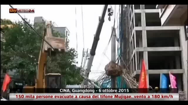 Il tifone Mujigae colpisce il Guangdong in Cina