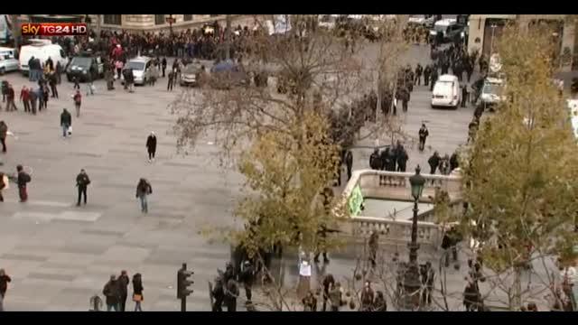 Parigi, scontri a corteo non autorizzato: immagini dall'alto