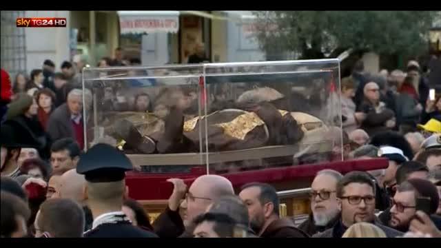 Le spoglie di San Pio in processione in Vaticano
