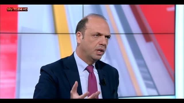 """Unioni civili, Alfano: """"Legge può saltare"""""""