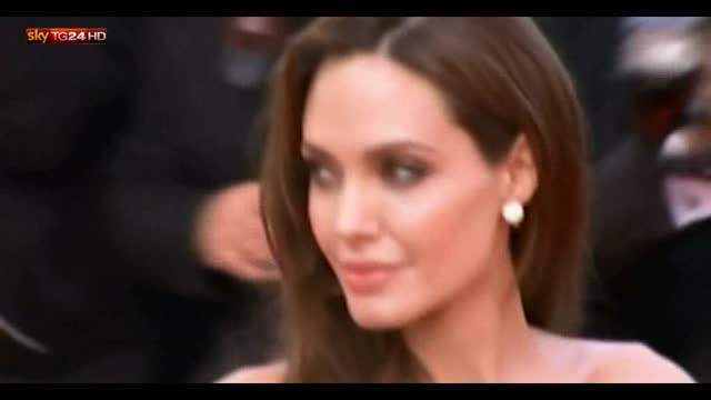 Nuovi tatuaggi sulla schiena per Angelina Jolie
