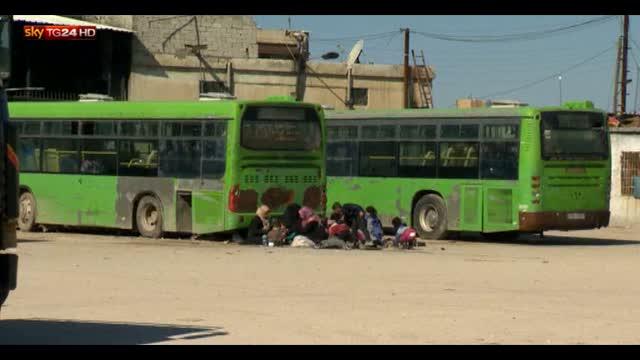 Siria, migliaia di famiglie in fuga dalla guerra