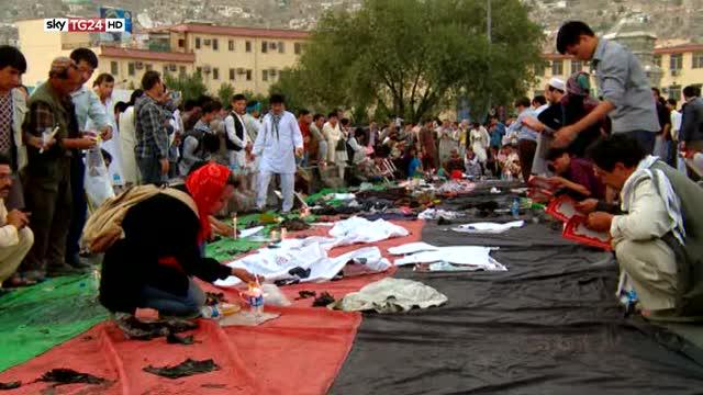 Lutto nazionale a Kabul dopo l'attacco dell'Isis