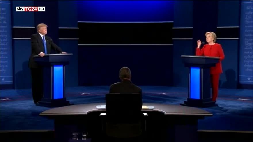 Usa 2016, confronto. Clinton: con piano Trump più recessione