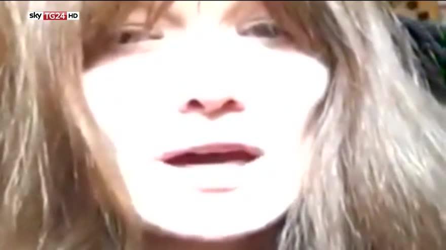 Carla Bruni omaggia Bob Dylan