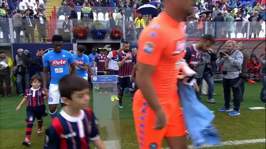 Il Napoli vince a Crotone: tre punti per guarire