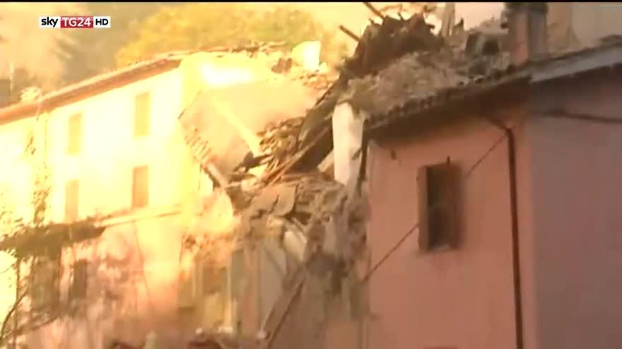 Terremoto, i palazzi crollati a Castelsantangelo sul Nera
