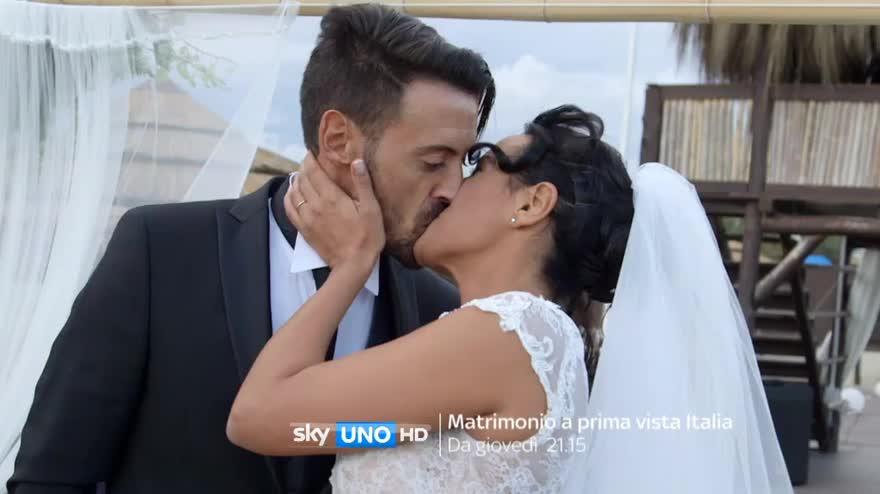 Matrimonio In Prima Vista : Matrimonio a prima vista italia al via video sky