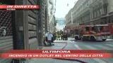 Brucia un outlet  a Roma