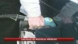 19/10/2008 - Benzina, il pieno costerà meno ma è ancora troppo caro