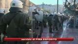 Caos Grecia, studente ferito ad una mano da un proiettile