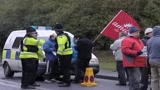 Gb, operai ancora a braccia incrociate per protesta