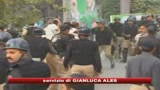 Pakistan, scontri manifestanti-polizia: 250 arresti