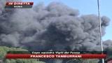 Roma, a fuoco un deposito auto: ferito vigile del fuoco