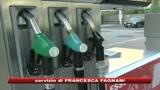 Benzina, nuovo rincaro: 1,35 euro per un litro