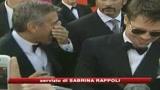 27/08/2009 - Clooney si infortuna, la Canalis lo porta all'ospedale