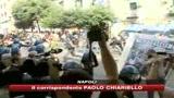 30/09/2009 - Napoli, corteo centri sociali: molotov contro polizia