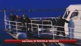 26/10/2009 - Ragusa, un morto tra i 300 migranti in balia delle onde