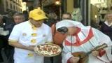 Napoli, festa della pizza in diretta con New York