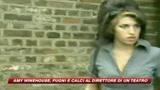Amy Winehouse aggredisce direttore teatrale con calci