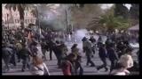 24/02/2010 - Sciopero generale Grecia, scontri polizia-manifestanti