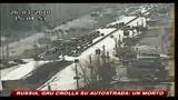 26/03/2010 - Russia, gru crolla sull'autostrada: un morto