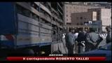Ancona, 29 clandestini scoperti in doppiofondo di un tir