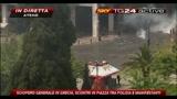 05/05/2010 - 2- Atene: scontri polizia-manifestanti