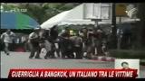 Bangkok, immagini arrivo in ospedale del foto reporter