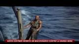 Kevin Costner inventa un macchinario contro la marea nera