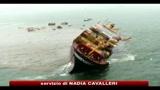 09/08/2010 - Bombay, la marea nera si allarga e raggiunge la costa