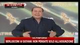Berlusconi racconta una barzelletta su Hitler