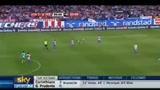 20/09/2010 - Liga, Atletico Madrid-Barcellona, Il fallaccio di Ujfalusi su Messi