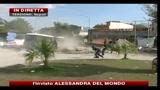Caos rifiuti, scontri con le forze dell'ordine: ferito un poliziotto