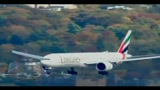 29/10/2010 - Due aerei caccia Usa scortano jet emirati Arabi Uniti