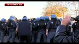 03/11/2010 - Rifiuti, nuove tensioni polizia e manifestanti a Taverna del Re