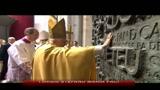 Il papa in Spagna, protesta della comunità gay a Barcellona