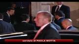 Berlusconi rientra da Seul e FLI conferma il ritiro dal governo per lunedì