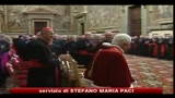 20/12/2010 - Papa: la pedofilia ci ha sconvolto, polvere sul volto della Chiesa